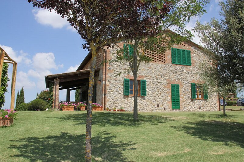 EXPERIENCE THE ROMANTICISM OF TUSCANY WITH 360° VIEWS OF THE CRETE SENESI, Ferienwohnung in Monteroni d'Arbia