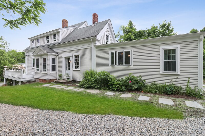 #539: 5 Min Drive to Nauset Beach, Updated Colonial, Yard,  Fire Pit & Game Room, location de vacances à South Orleans