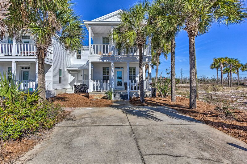 NEW! Canalfront Getaway w/ Balcony by Mexico Beach, holiday rental in Mexico Beach
