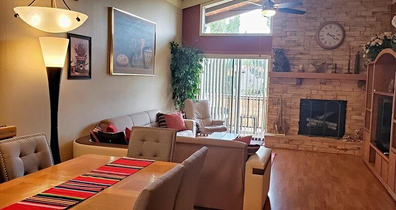 Cute & Cozy Condo Located in Oak Creek Estados, vacation rental in Village of Oak Creek