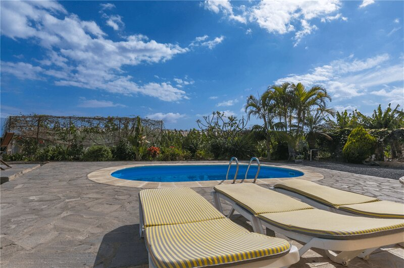 House - 2 Bedrooms with Pool and WiFi - 108232, aluguéis de temporada em Tazacorte