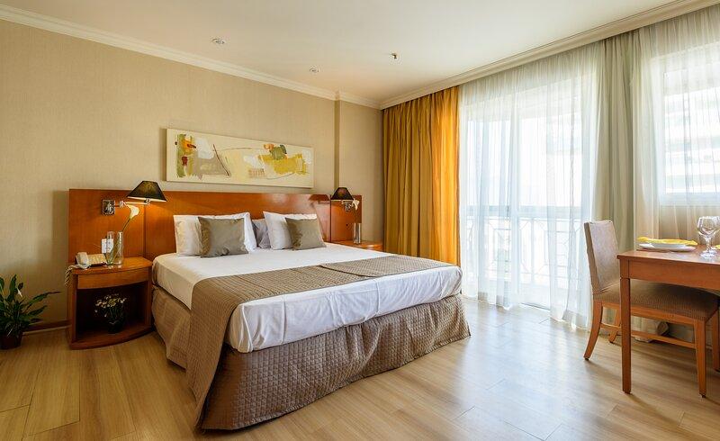 CaviRio T6 Suite Piscina Gimnasio Playa, holiday rental in Trajano de Morais