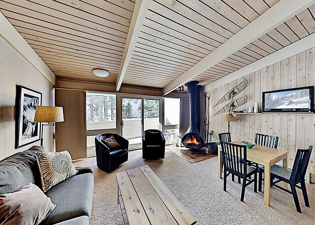 Sierra Del Sol | Fantastic Ski-In, Ski-Out Retreat | Hot Tub & Firewood, holiday rental in Taos Ski Valley