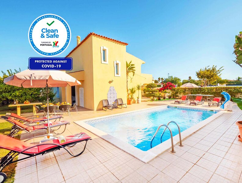 LOVELY VILLA W/ HEATABLE POOL, AIR COND, FREE WIFI, holiday rental in Patroves