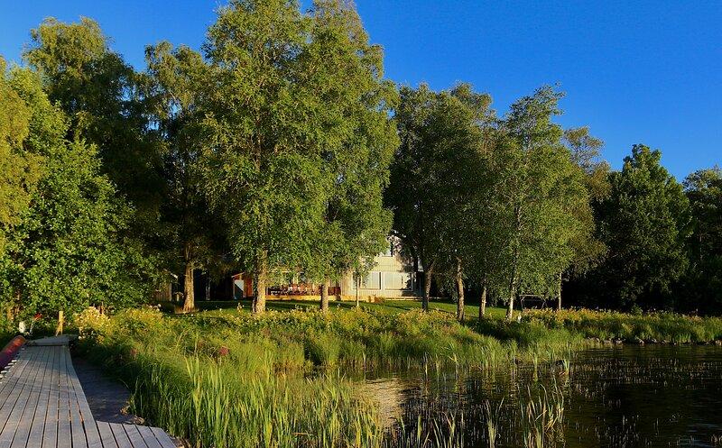 Villa Vegby - Alleinlage mit Steg direkt am See, holiday rental in Vastra Gotaland County