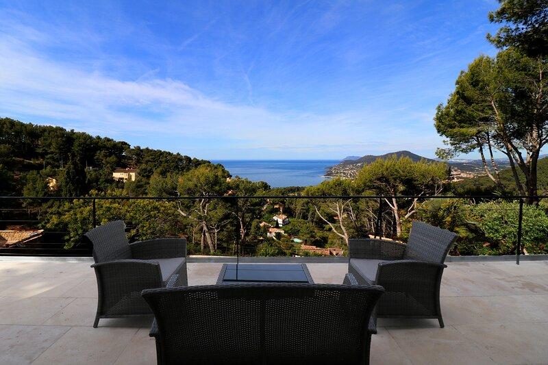 Villa de Vacances, rez de chaussée pour 1 à 4 personnes, vue mer, piscine, calme, location de vacances à Carqueiranne