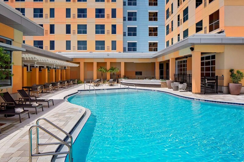 Family Vacay! Two Comfy Units Minutes from Universal! Pool, holiday rental in Orlo Vista