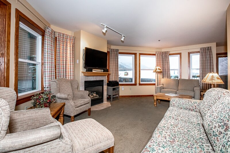 Arguably the best ski in / ski out location in Whitefish!!!, holiday rental in Polebridge