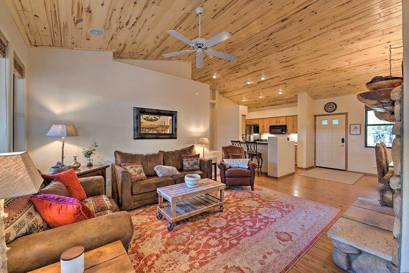 NEW! Torreon Golf Resort Mtn Retreat Near Hiking!, vacation rental in White Mountain Lake