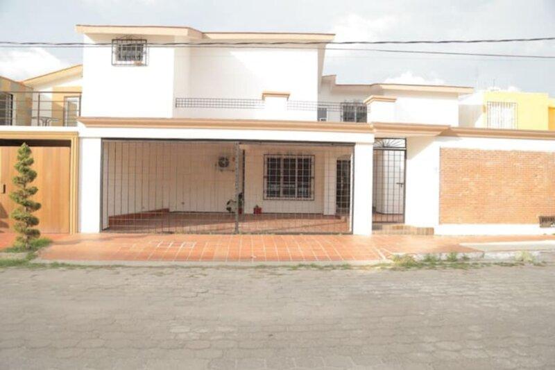 Gran casa en lomas, 5 min de playa y malecón, holiday rental in Mazatlan