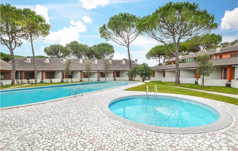 Awesome apartment in Bibione with Outdoor swimming pool and 2 Bedrooms (IVK631), holiday rental in Bibione Pineda
