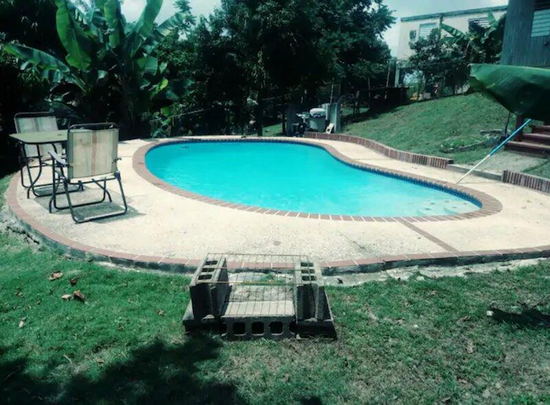 Entire House with private pool, alquiler de vacaciones en Naguabo