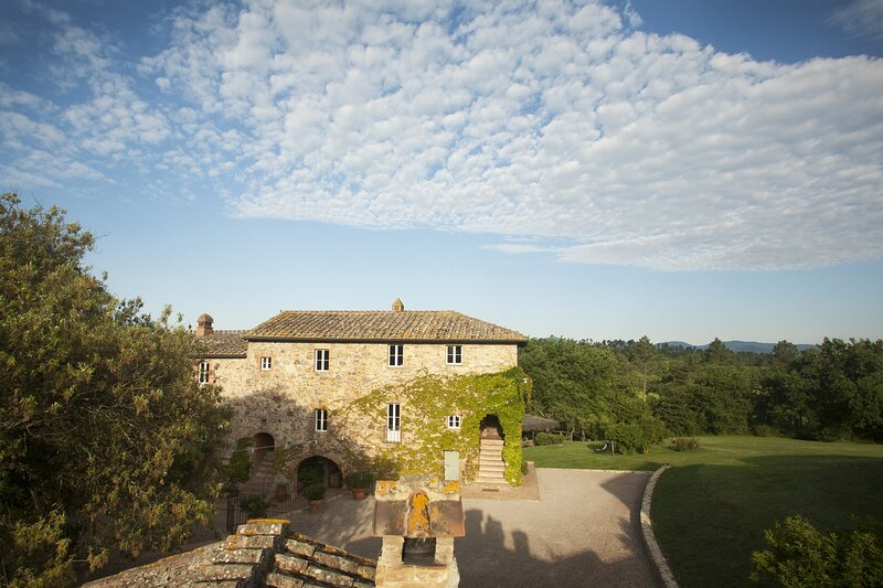 IMPECCABLE VILLA IN THE MIDDLE OF TUSCAN COUNTRYSIDE-MONTICIANO, holiday rental in Monticiano