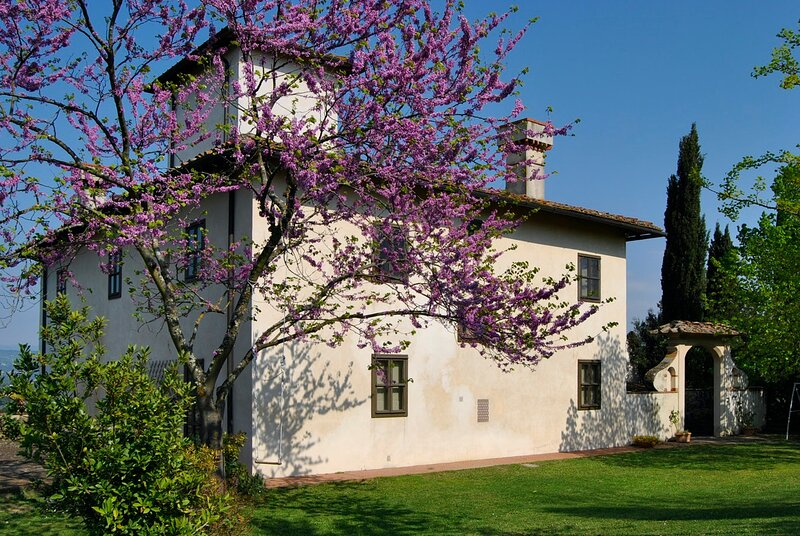 ELEGANT VILLA IN CHIANTI WITH HISTORIC PARK AND WITH VIEWS OVER THE COUNTRYSIDE, alquiler de vacaciones en Tavarnuzze