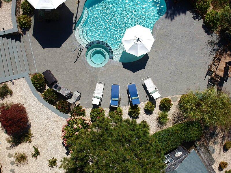 #337:  Water Views, Heated Pool, Hot Tub, Patio/Decks, Rec Room, & Fireplaces!, casa vacanza a Wellfleet