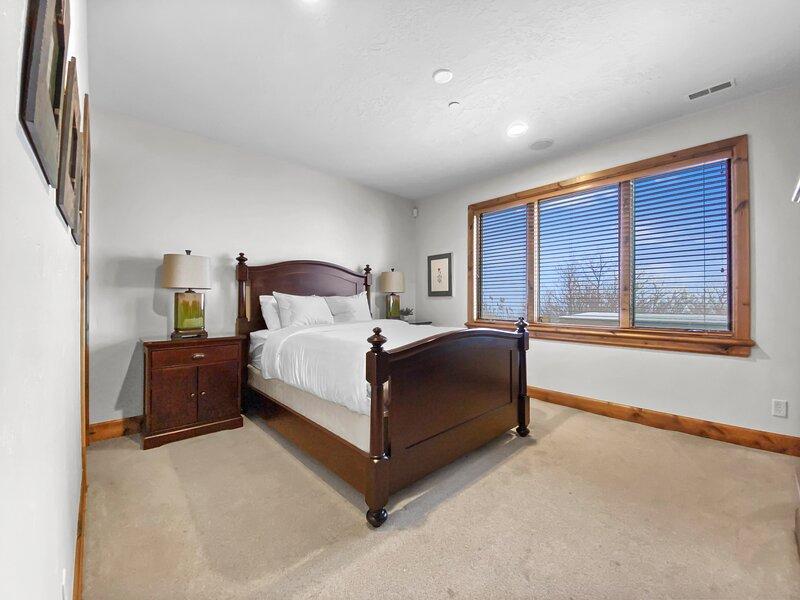 Bottom Level Queen Bedroom