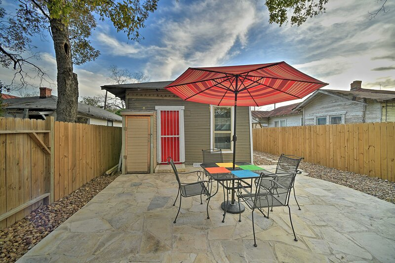 NEW! Cottage in Prime Location, Walk to the Alamo!, vacation rental in San Antonio