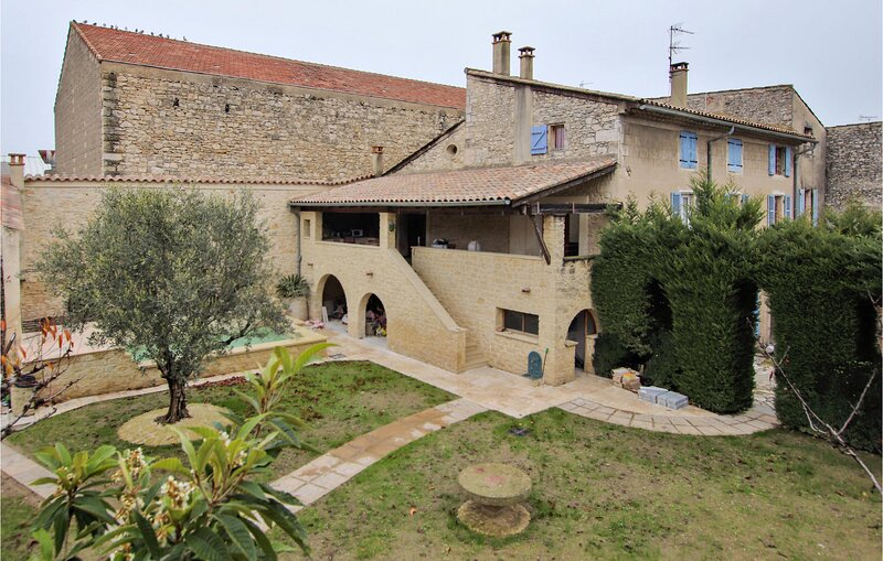 Nice home in Bourg st Andeol with 3 Bedrooms (FRA175), vacation rental in Pierrelatte