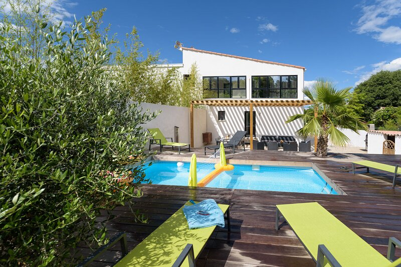Villa Holidays**** - Piscine privée - clim - spacieuse - wifi - parking privatif, casa vacanza a Grabels