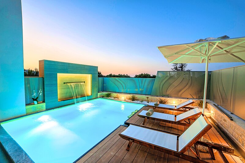 Perla Villas | 2 Heated Pools & Jacuzzi, vacation rental in Balarina