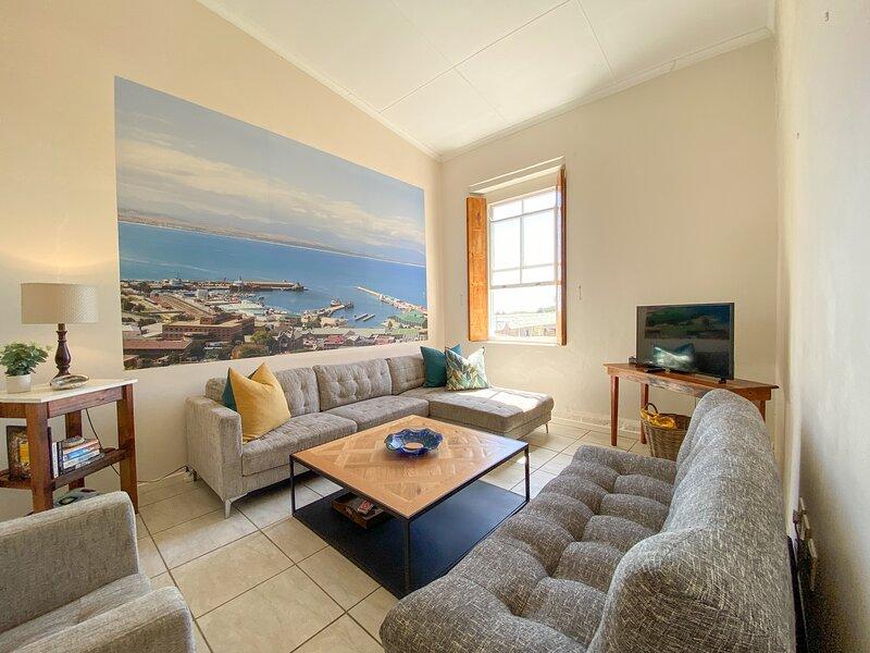 Searle's Manor - Apt 13, holiday rental in Dana Bay
