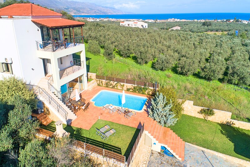 Secret Escape Villa | Heated Pool & Jacuzzi, alquiler vacacional en Tavronitis
