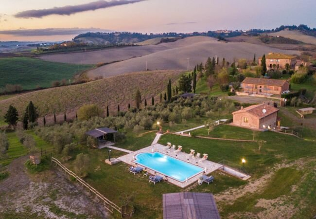 Molino Mazzetti Villa Sleeps 7 with Pool Air Con and WiFi - 5879126, holiday rental in Fabbrica