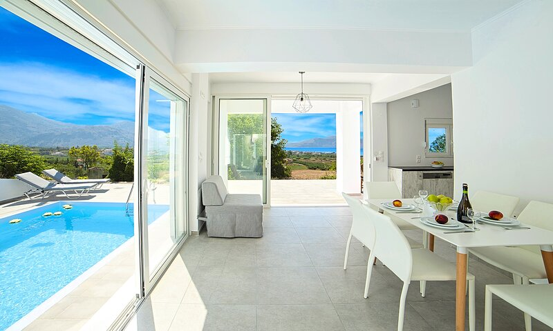 Cretan Sunset Villa with Private Pool, location de vacances à Dramia