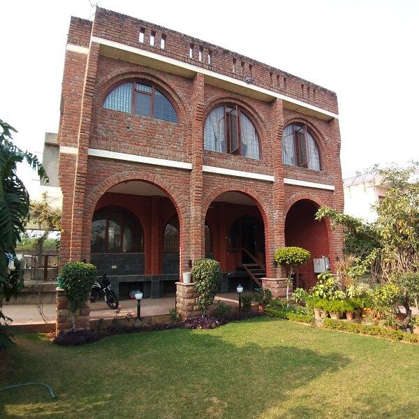 UTNT Homestay - Entire Home for 6 pax, garden, private bath, casa vacanza a Durgapura