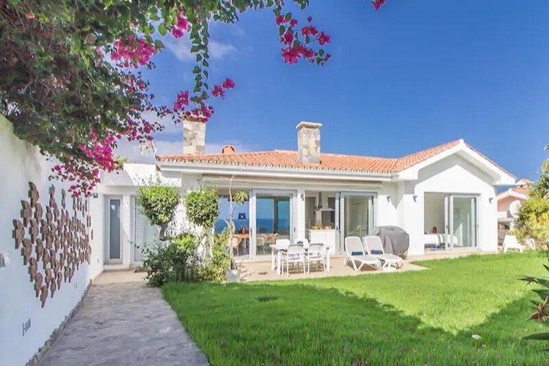 5 Stars Luxury Nature Villa in front of the Sea, aluguéis de temporada em Los Realejos