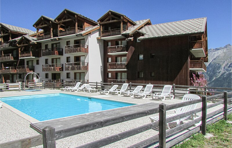 Stunning apartment in Puy St Vincent with Outdoor swimming pool and 2 Bedrooms (, holiday rental in Freissinieres