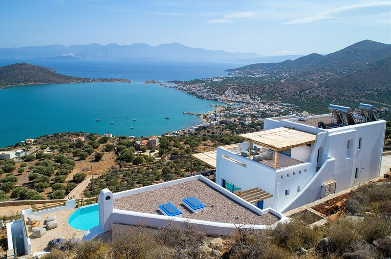 Heated pool★Elounda★Stunning sea view★Brand new, location de vacances à Fourni