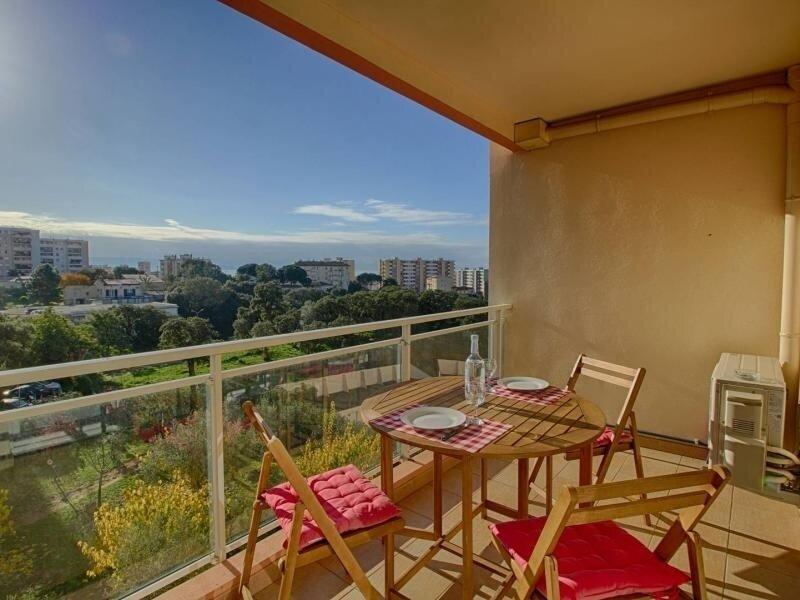 AJACCIO- bel appartement entrée de ville F2-Corallines, vacation rental in Mezzavia