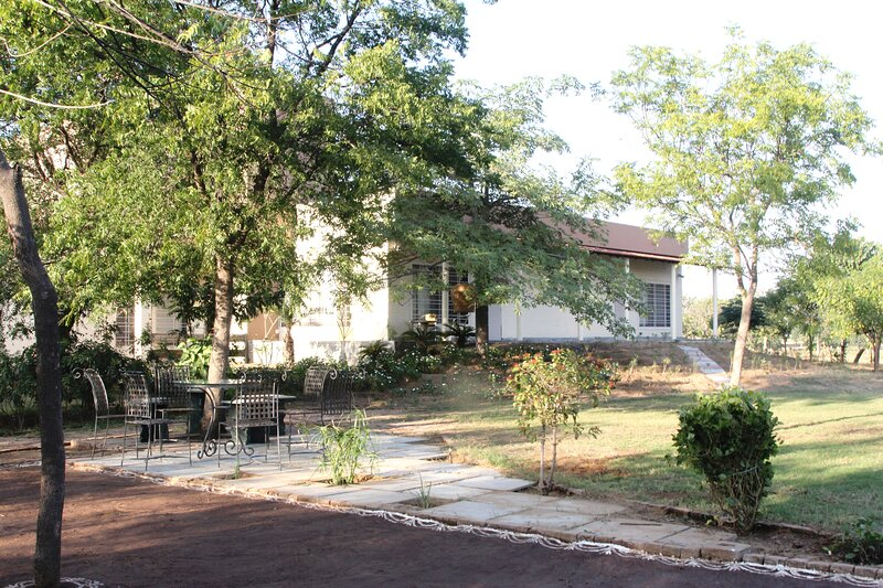UTNT The Farm, Jaipur - Entire Farm for 6 pax, bath, kitchen, garden, holiday rental in Jaipur District