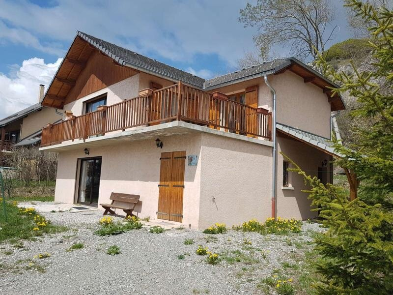 CHALET 12 PLACES A LA  STATION, aluguéis de temporada em La Motte-en-Champsaur