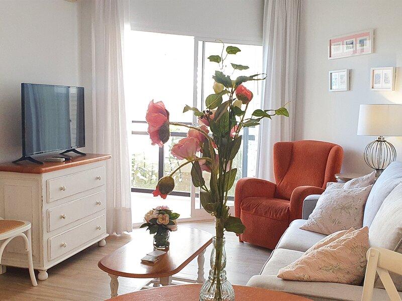 Living room with its own aircon and wi-fi / Sala de estar-comedor con aire acondicionado y wi-fi propio