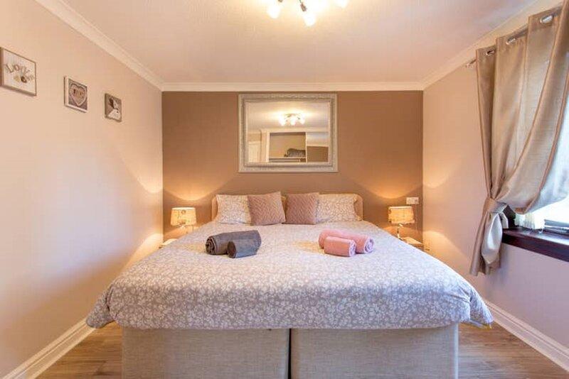 Super Clean, Fully Furnished 1 Bedroom Flat , Just off LEITH WALK, alquiler de vacaciones en Edimburgo