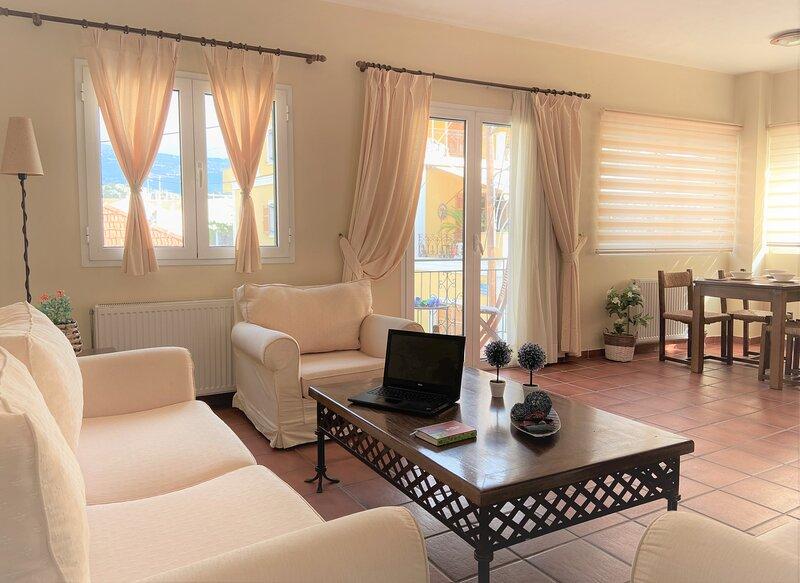 Lithostroto Suites ...3 Bedrooms Maisonette, holiday rental in Argostolion