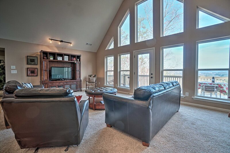 NEW! Lakemont Retreat w/Mountain Views & Game Room, holiday rental in Wiley