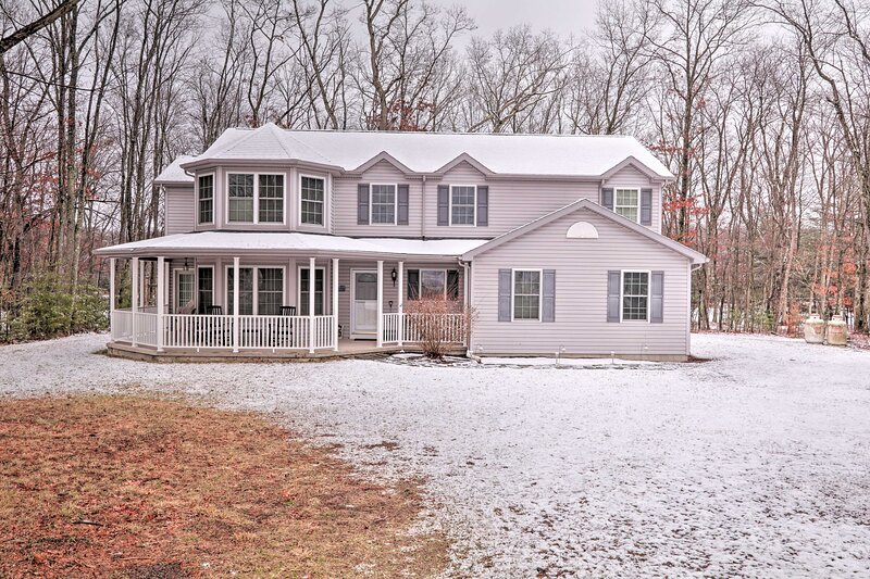 NEW! Waterfront Poconos Home w/ Dock & Game Room!, vacation rental in White Haven