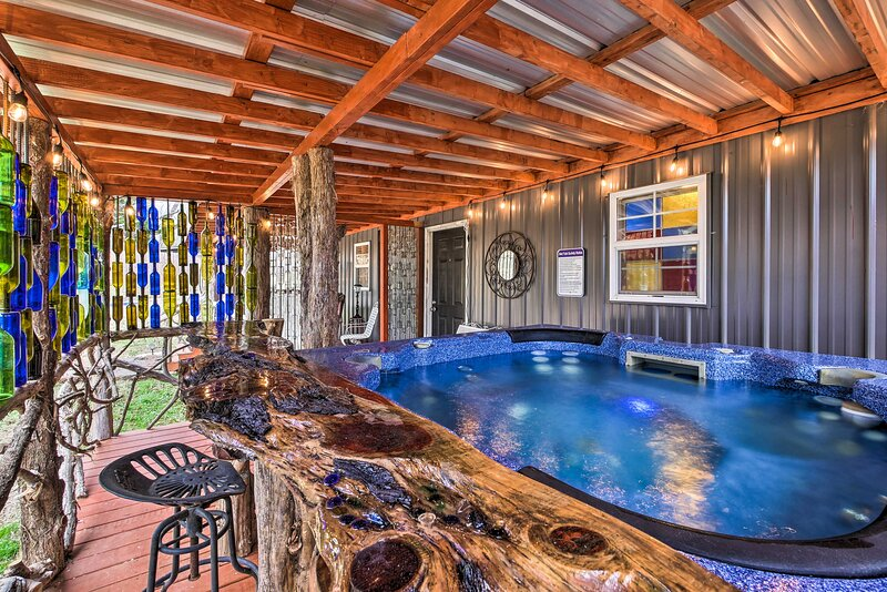 NEW! Charming Escape w/ Fire Pit in Summerville!, holiday rental in Armuchee