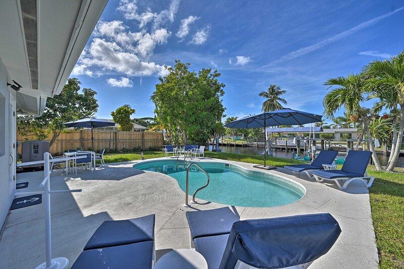 NEW! Sun-Soaked Canalside Villa w/ Pool, Game Room, location de vacances à Iona