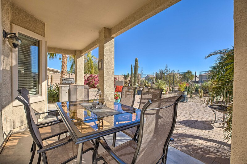 NEW! San Tan Valley Home w/ Patio on Golf Course!, vakantiewoning in San Tan Valley