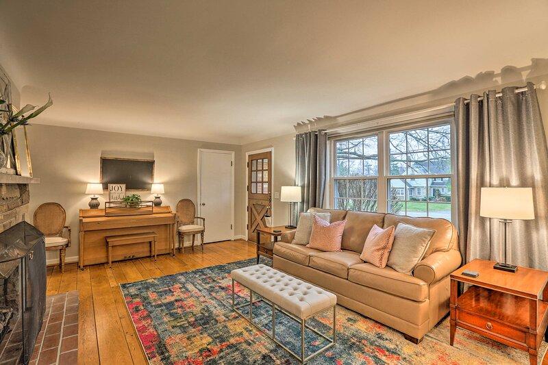 NEW! Contemporary Home near Kenwood Towne Centre!, aluguéis de temporada em Taft
