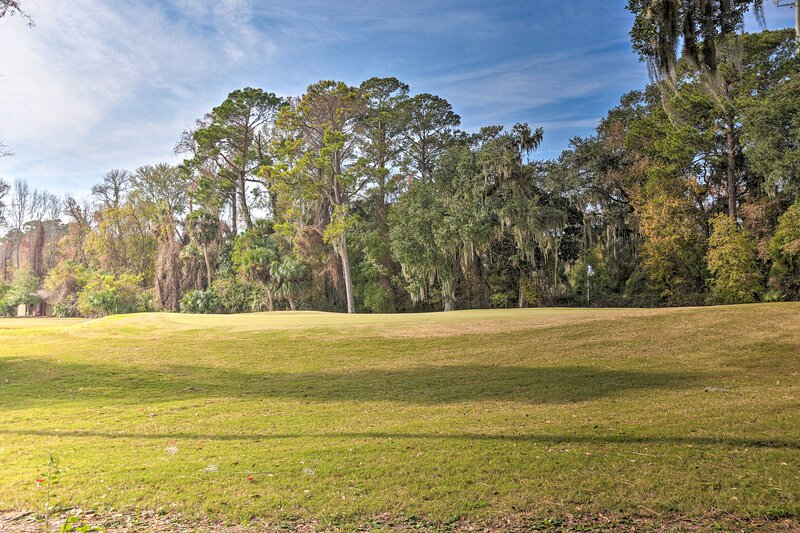 Community Amenities | On-Site Golf Course w/ Additional Fee