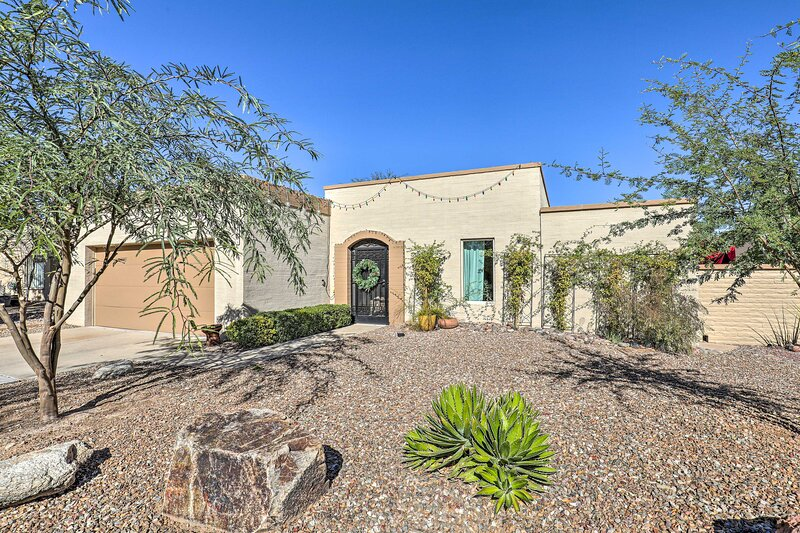 NEW! Pet-Friendly Tucson Home w/ Grill & Mtn Views, holiday rental in Catalina Foothills