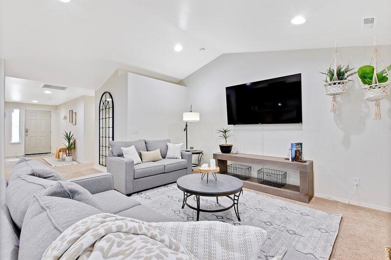 The Black Mirror Modern Organic 3 Bedroom Private Home, casa vacanza a Nampa