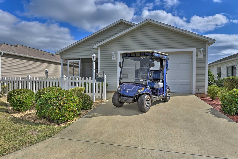 NEW! Modern Central Villages Cottage w/ Golf Cart!, Ferienwohnung in Coleman