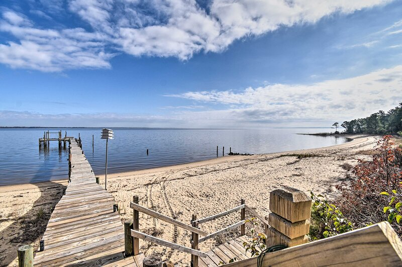 Vibrant Riverfront Gem w/ Dock & Private Beach!, holiday rental in Newport News