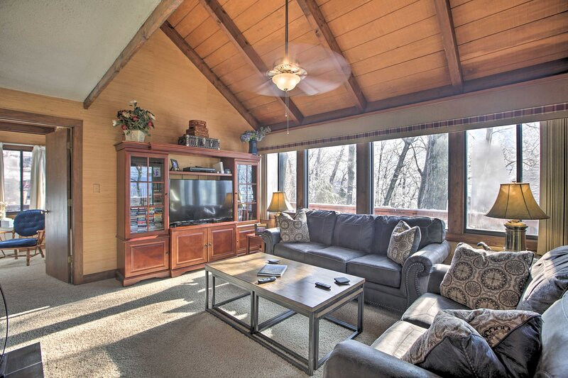 Wintergreen Home w/ Hot Tub, Deck & Mountain Views, holiday rental in Nellysford